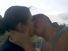 straight girls kissing